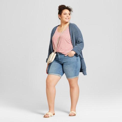 How Should Plus Size Women Style Shorts